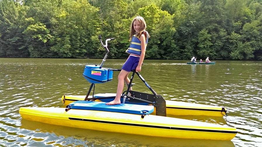 900x500-Vivian-boating